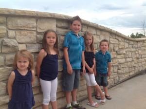 kids o0n Grandmas birthday 293 resized